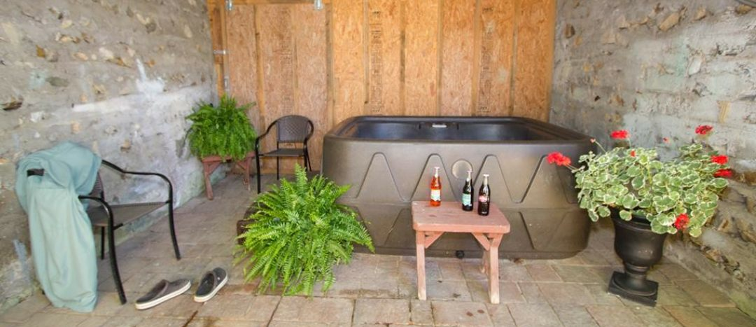 Trailside Cottage Hot Tub